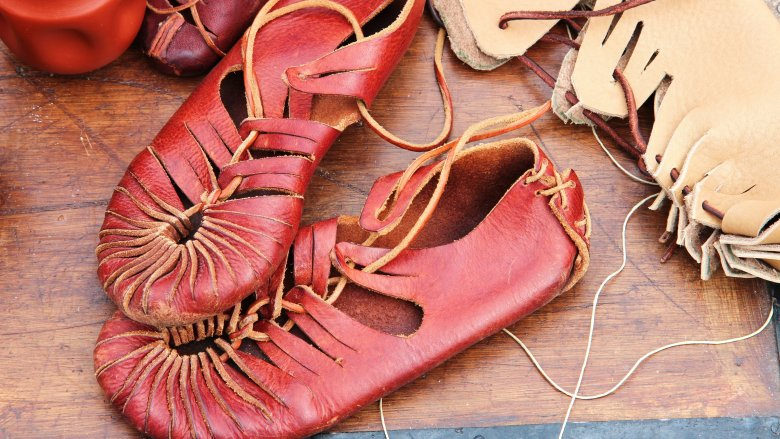 roman leather shoe red