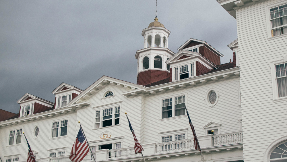 Exterior of Stanley Hotel, with gray sky