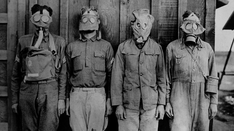 WWI soldiers in gas masks