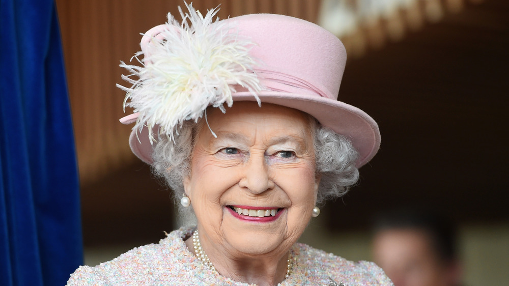 Queen Elizabeth in pink hat