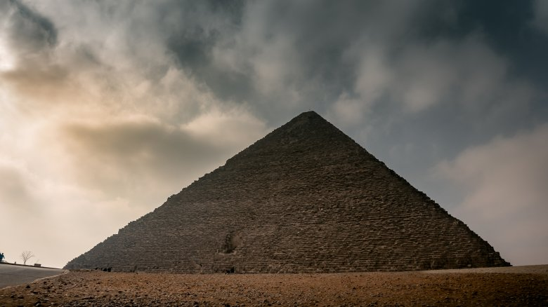 How much would it cost to build an ancient Egyptian pyramid today?