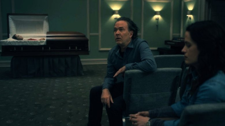 timothy hutton and elizabeth reaser in the haunting of hill house